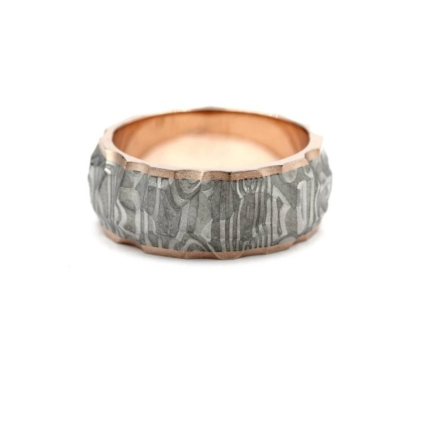 Vestos ring. Damascus ring with red gold lining. | Vestos-sormus. Damascussormus punakultaisella sisäosalla. | Design Kultaseppä Goldsmith Petri Pulliainen Helsinki.