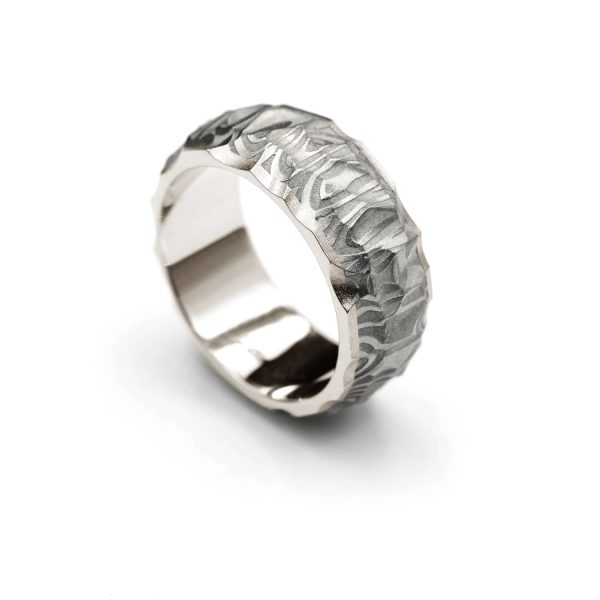 Vestos ring. Damascus ring with white gold lining. | Vestos-sormus. Damascussormus valkokultaisella sisäosalla. | Design Kultaseppä Goldsmith Petri Pulliainen.