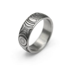 Steel Onion Damascus ring. | Teräksinen Onion Damascussormus | Design Kultaseppä Goldsmith Petri Pulliainen.