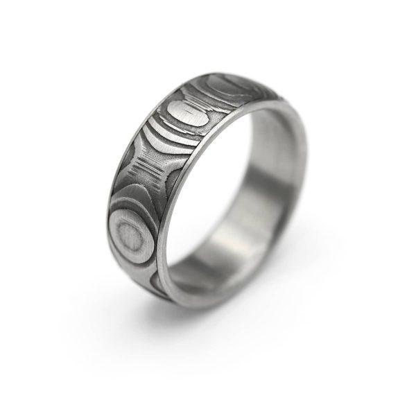 Steel Onion Damascus ring.   Teräksinen Onion Damascussormus   Design Kultaseppä Goldsmith Petri Pulliainen.
