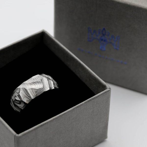 Steel Vestos ring. Damascus ring with steel lining. | Teräs Vestos-sormus. Damascussormus teräksisellä sisäosalla. | Design Kultaseppä Goldsmith Petri Pulliainen.