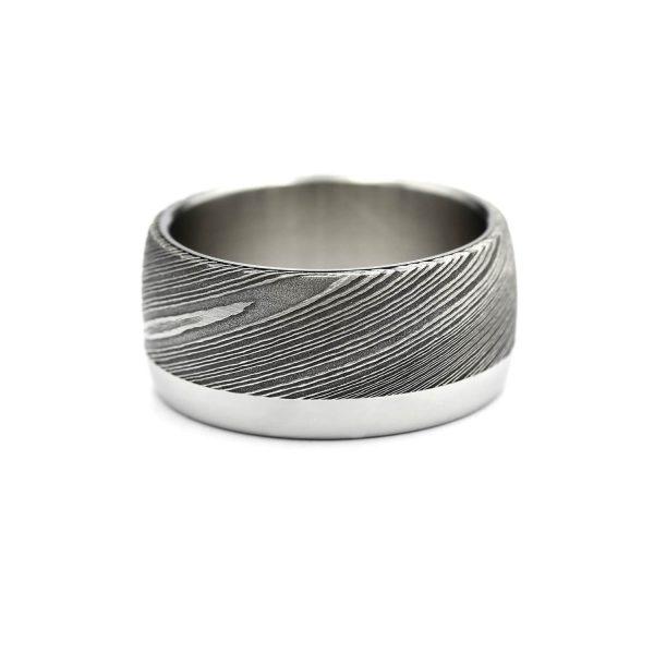 Curved shape damascus ring with steel stripe. | Kaareva Damacussormus teräsraidalla. | Design Kultaseppä Goldsmith Petri Pulliainen.