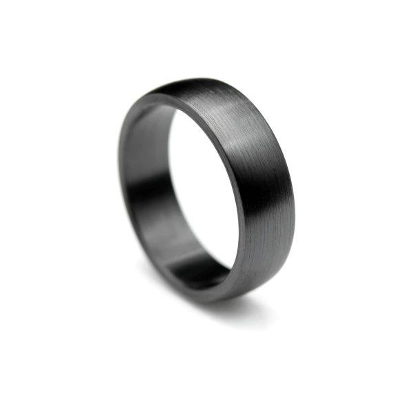 Curved shape zirconium ring| Kaareva musta zirkoniumsormus. | Design Kultaseppä Goldsmith Petri Pulliainen.