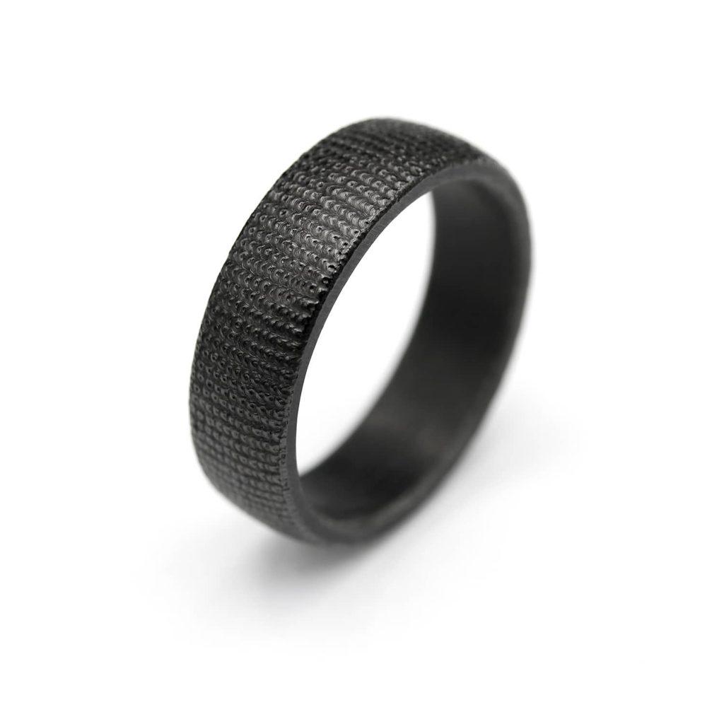 Black Curved shape micro welding zirconium ring. | Kaareva musta mikrohitsattu zirkoniumsormus. | Design Kultaseppä Goldsmith Petri Pulliainen.
