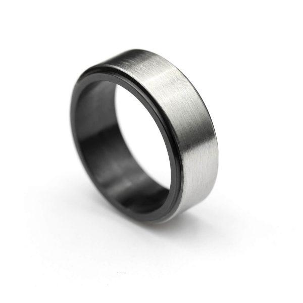 Steel ring with balck zirconium lining.   Flakka terässormus mustalla zirkoniumilla.   Design Kultaseppä Goldsmith Petri Pulliainen.